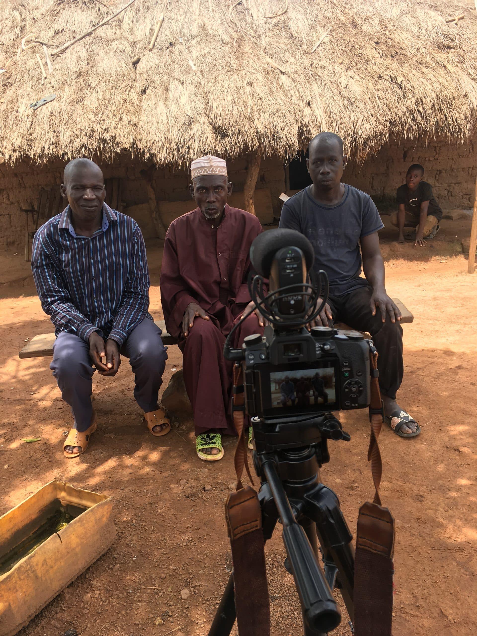 Grâce à sa caméra, Zoé a pu recueillir les témoignages des habitants.