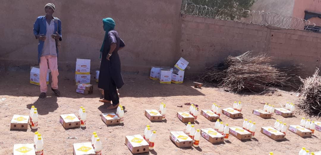Au Mali, LIFE a distribué des kits d'hygiène pour prévenir le virus.